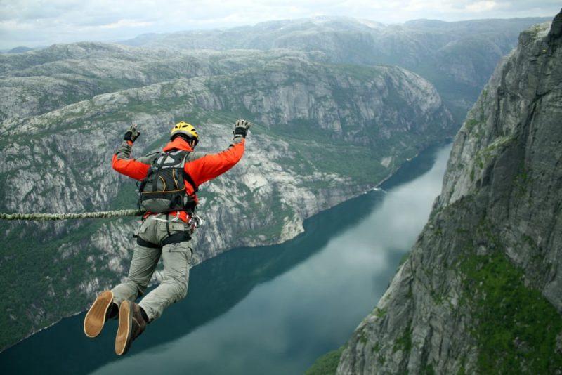 salto de bangee jumping extremo