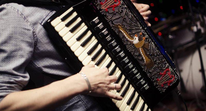 acordeon - instrumento de viento