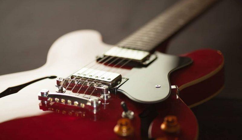 guitarra -instrumento de cuerdas