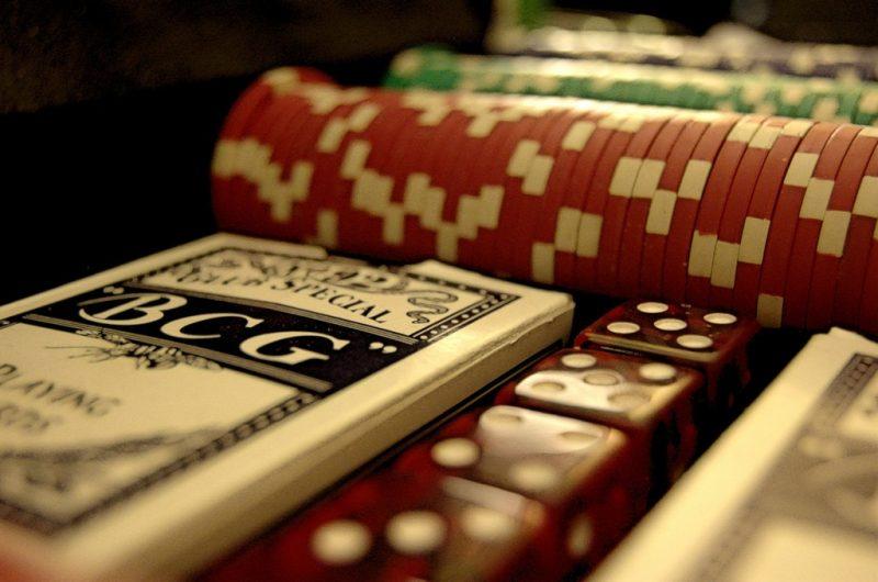 cartas y dados - juegos de azar