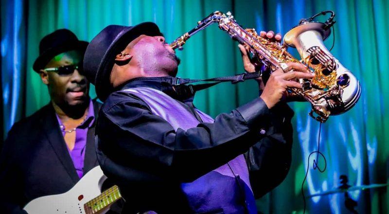saxo -instrumento viento