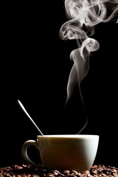 el café caliente se evapora