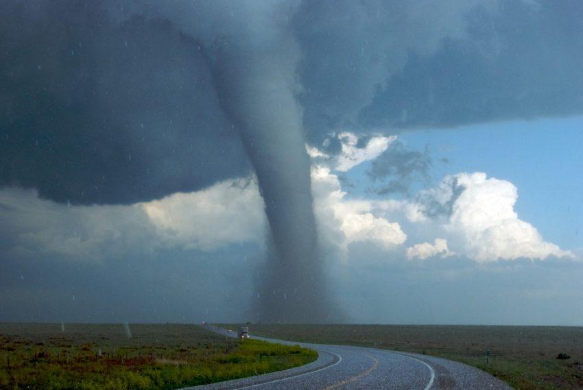 Tornado. Desastres naturales.