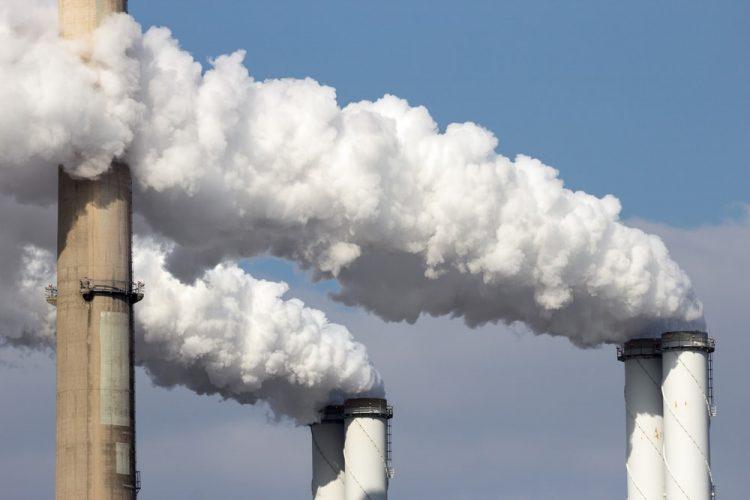 Contaminación del aire por fábricas.