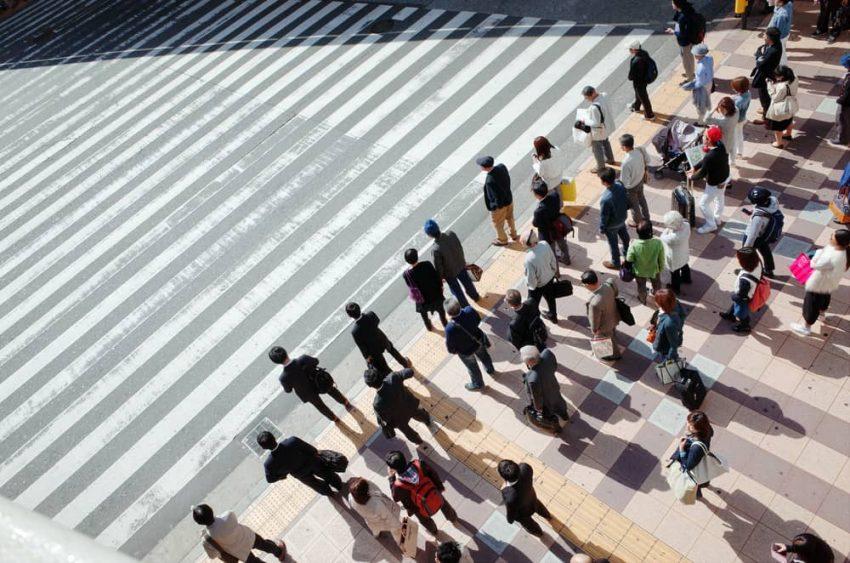 Cruzando la calle. Normas Sociales.
