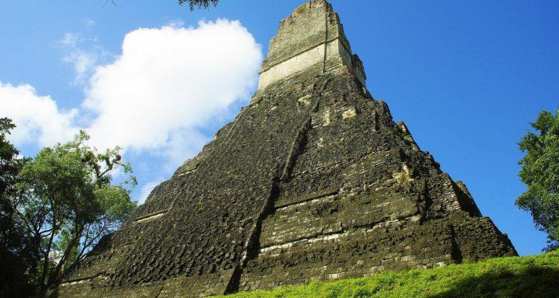 tikal - centro ceremonial maya
